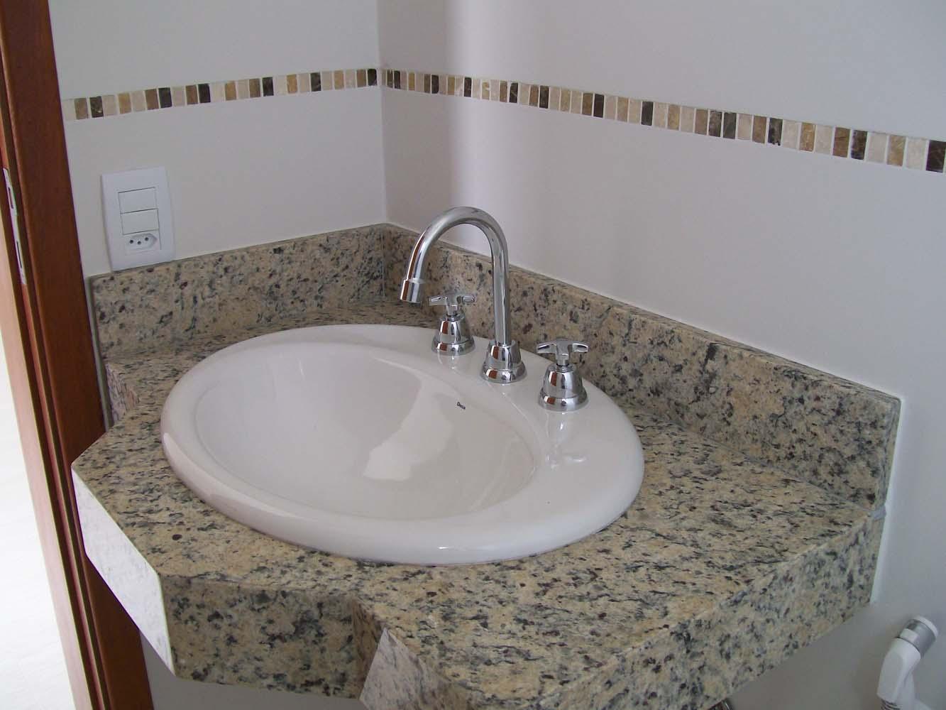 Bancada de granito com louça e metal Deca Casa Meili #453228 1333x1000